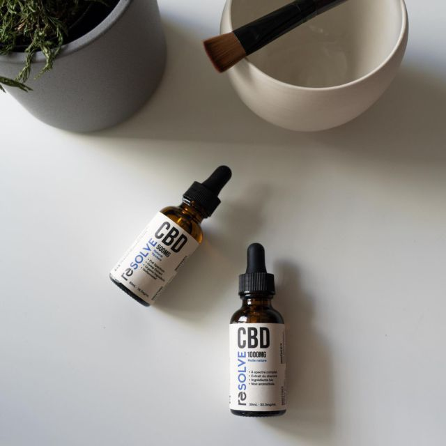 💚 Au naturel 💚  resolveCBD Natural showcases our best self with zero added flavour. Formulated with the same locally grown, full-spectrum CBD you've come to love, resolveCBD Natural is a pared-down version of resolveCBD Classic, containing only the following ingredients:⠀⠀⠀⠀⠀⠀⠀⠀⠀ ⠀⠀⠀⠀⠀⠀⠀⠀⠀ ✅Hemp-derived CBD⠀⠀⠀⠀⠀⠀⠀⠀⠀ ✅Organic MCT oil⠀⠀⠀⠀⠀⠀⠀⠀⠀ ⠀⠀⠀⠀⠀⠀⠀⠀⠀ With a mild, naturally earthy flavour, add resolveCBD Natural to your morning coffee, infuse your favourite drink or snack, or simply enjoy resolveCBD Natural on its own.  Feel the difference, naturally ✨⠀ ⠀⠀⠀⠀ ⠀⠀⠀⠀⠀⠀⠀⠀⠀ #organic #vegan #healthy #health #crueltyfree #green #glutenfree #essentialoils #allnatural #hempderived #cbd #locallygrown #locallysourced #supportlocalbusiness